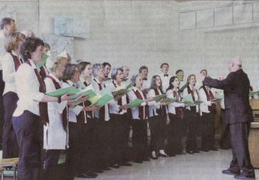 Ausdrucksstark und mit Freude trug der Chor unter der Leitung von Armin Kneubühler sein vielfältiges Programm vor - Foto: Christiane Willemeit